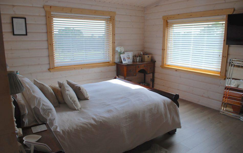 Traditional Log Cabin Interior 4
